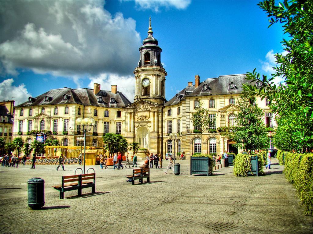 Vue de la place de la mairie de Rennes